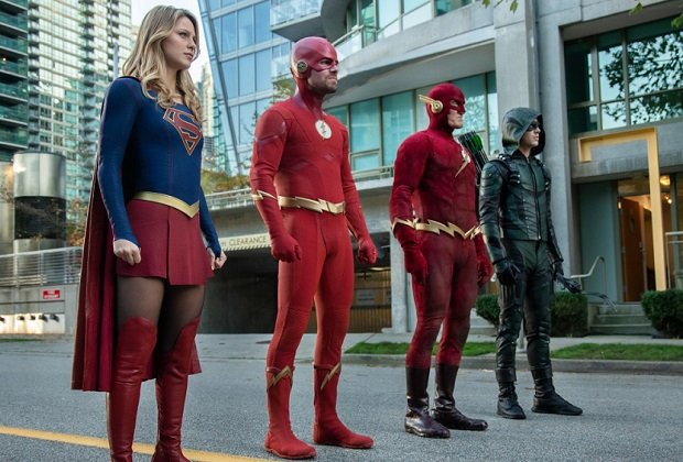 Arrowverse Stars Preview Most Fun Crossover Yet, Heroes Wife Swap And Supergirls -1425